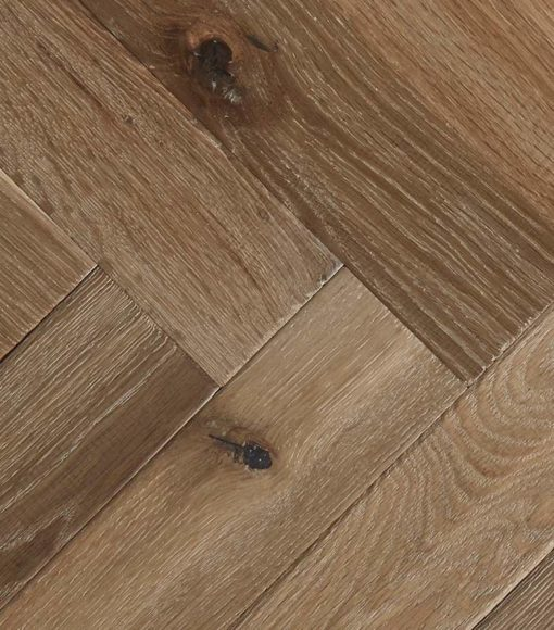 Open grain patterns and undulating texture, available in 190mm and 220mm planks and on-trend herringbone